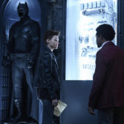 Batwoman: Official CW Description & Two New Photos Released