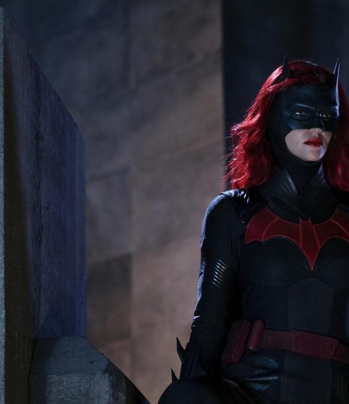 "Batwoman ""Down Down Down"" Photos: Gabriel Mann is Tommy Elliot!"