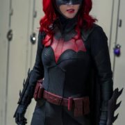 "Batwoman Spoiler Photos: ""How Queer Everything Is Today!"""
