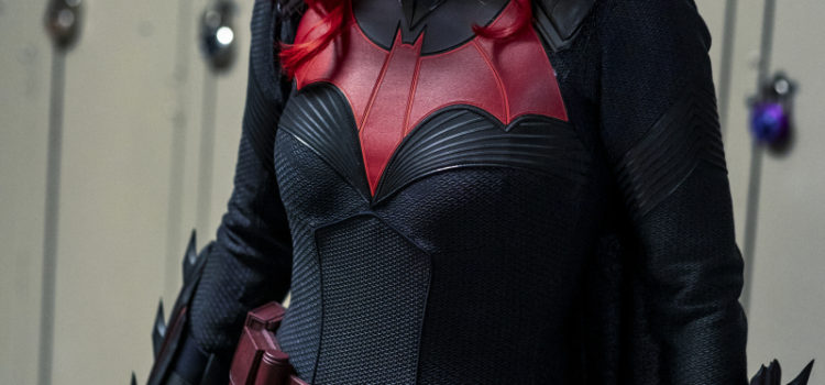 "Batwoman Spoiler Photos & Clip: ""How Queer Everything Is Today!"""