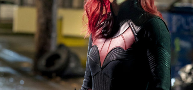 "Batwoman Photos: ""Through The Looking Glass"""