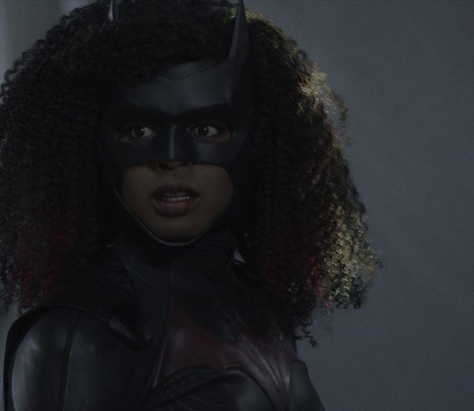 """Batwoman Photos: """"Arrive Alive"""""""